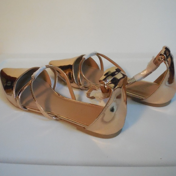 37e6f2340fcf17 Metallic Rose Gold Caged Pointed Flat Sandals